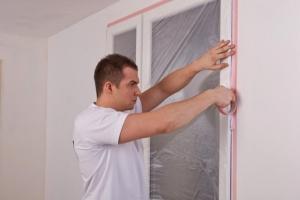Як захистити пластикове вікно під час ремонту